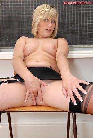 Perfect body amateur college girl in bla - XXX Dessert - Picture 15