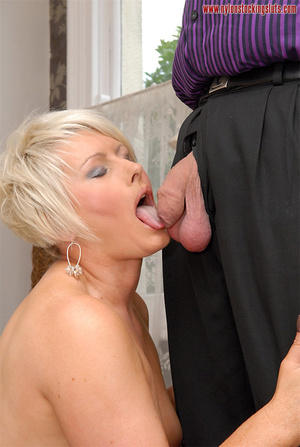 Blonde amateur milf in tight stockings b - XXX Dessert - Picture 9