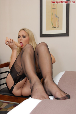 Mature blonde milf in black nylons and o - XXX Dessert - Picture 4