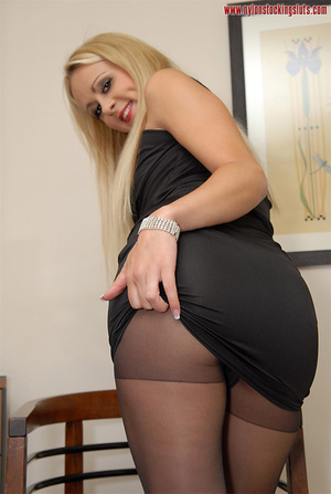 Mature blonde milf in black nylons and o - XXX Dessert - Picture 15