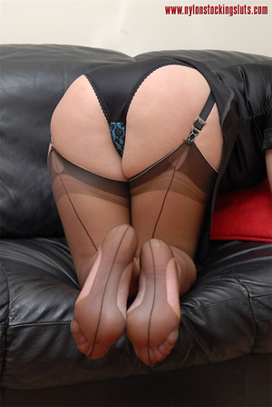 Blonde mature babe in exclusive stocking - Picture 8