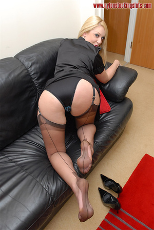 Blonde mature babe in exclusive stocking - Picture 9
