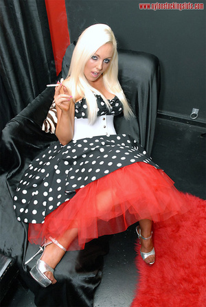 Busty amateur blonde in exclusive nylons - XXX Dessert - Picture 3