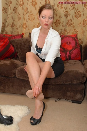Strict mature cutie spreading her legs i - XXX Dessert - Picture 5