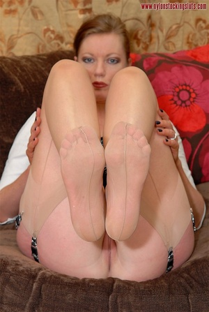 Strict mature cutie spreading her legs i - XXX Dessert - Picture 10