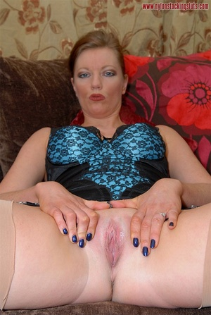 Strict mature cutie spreading her legs i - XXX Dessert - Picture 13