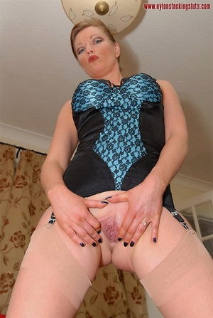 Strict mature cutie spreading her legs i - XXX Dessert - Picture 14