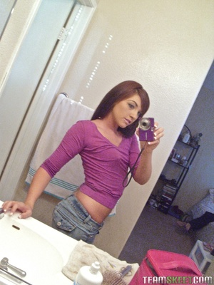 Amateur brunette teen gets mouth full of - XXX Dessert - Picture 1