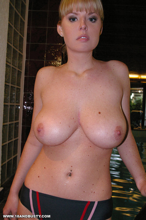 Arrogant college sweetie displaying her  - XXX Dessert - Picture 4