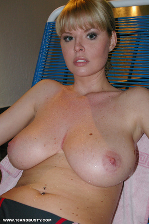 Arrogant college sweetie displaying her  - XXX Dessert - Picture 5