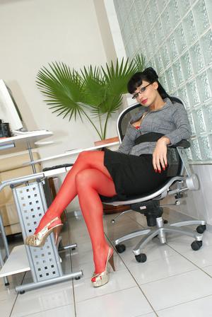 Hot office babe Aletta Ocean in red stoc - XXX Dessert - Picture 3