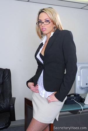Blonde office secretary Jenny Hendrix te - XXX Dessert - Picture 1