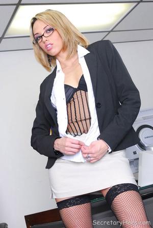 Blonde office secretary Jenny Hendrix te - XXX Dessert - Picture 2