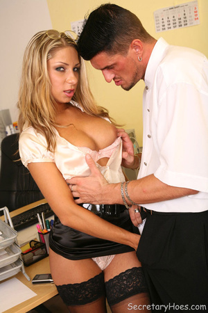 Blonde office slut Amy gets fucked in st - XXX Dessert - Picture 5