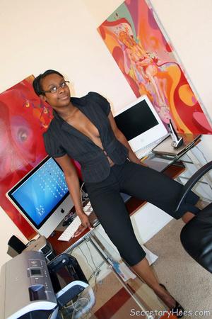 Naughty black girl amateur secretary - XXX Dessert - Picture 4