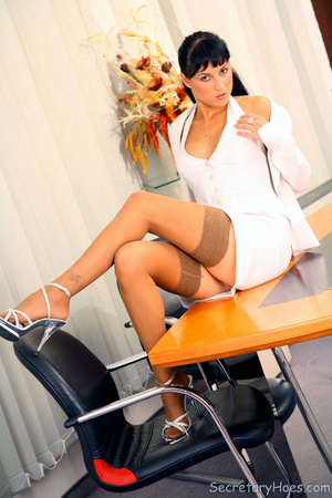 Leggy secretary Jessica Dame in light ta - XXX Dessert - Picture 1