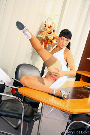 Leggy secretary Jessica Dame in light ta - XXX Dessert - Picture 5