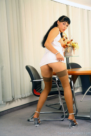 Leggy secretary Jessica Dame in light ta - XXX Dessert - Picture 13