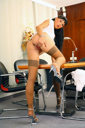 Leggy secretary Jessica Dame in light ta - XXX Dessert - Picture 14