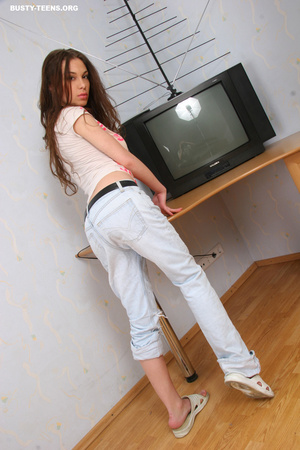 Phenomenal fresh very slim and fit teen  - XXX Dessert - Picture 3