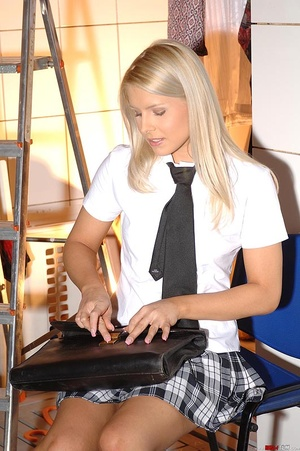 Blonde schoolgirl starts pissing in cott - XXX Dessert - Picture 2