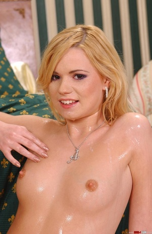 On a hot blonde pee - XXX Dessert - Picture 19