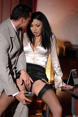 Hot beauty Samy Omidee gets spanked expl - XXX Dessert - Picture 7