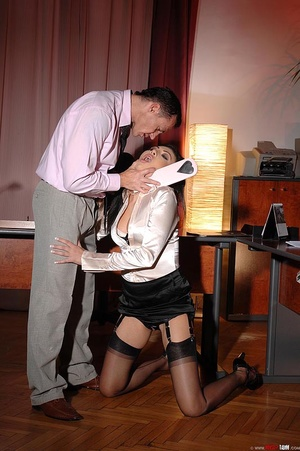 Hot beauty Samy Omidee gets spanked expl - XXX Dessert - Picture 12