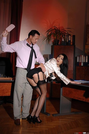 Hot beauty Samy Omidee gets spanked expl - XXX Dessert - Picture 13