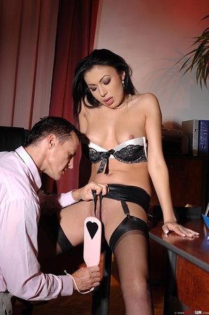 Hot beauty Samy Omidee gets spanked expl - XXX Dessert - Picture 15