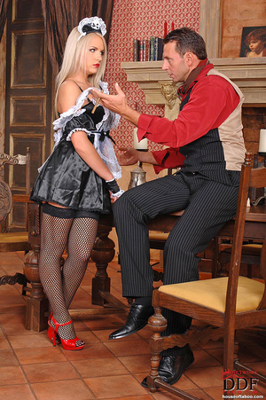 Blonde young babe Britney Spring gets sp - XXX Dessert - Picture 2