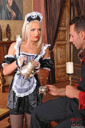 Blonde young babe Britney Spring gets sp - XXX Dessert - Picture 3
