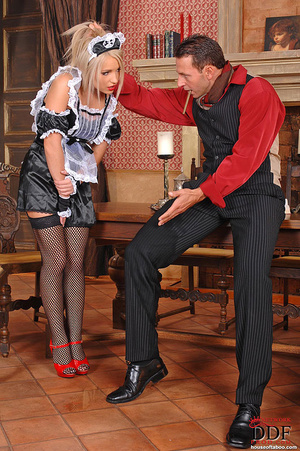 Blonde young babe Britney Spring gets sp - XXX Dessert - Picture 5
