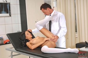 Young Sasha Rose gets examined fucked by - XXX Dessert - Picture 4