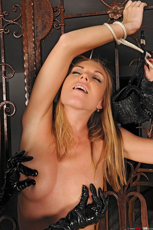 Slim beauties Alise Ulrika play bondage  - XXX Dessert - Picture 3