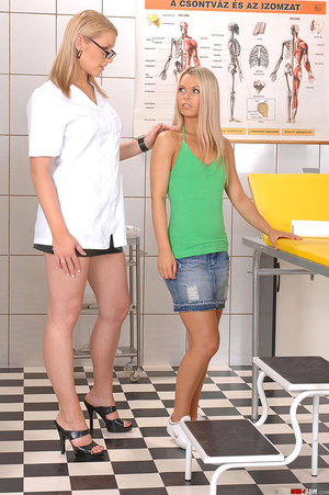 Hot blondes Niki Sabrina in deviant thre - XXX Dessert - Picture 1