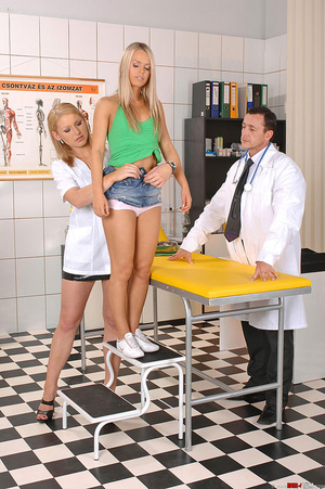 Hot blondes Niki Sabrina in deviant thre - XXX Dessert - Picture 3