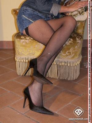 High heeled blonde bimbo in fishnet stoc - XXX Dessert - Picture 2