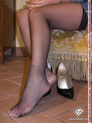 High heeled blonde bimbo in fishnet stoc - XXX Dessert - Picture 6