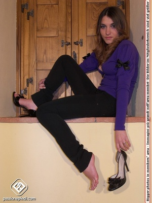 Sexy shaped babe revealing her sey feet  - XXX Dessert - Picture 3