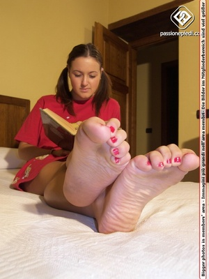 Pretty pigtailed girl with lovely feet r - XXX Dessert - Picture 4