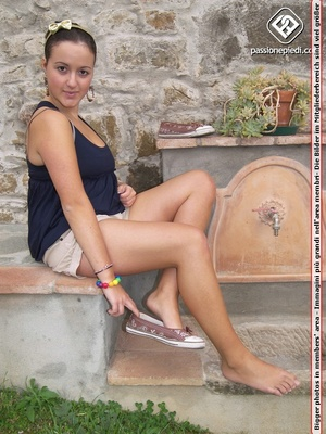 Sexy shaped brunette beauty in shorts wi - XXX Dessert - Picture 1