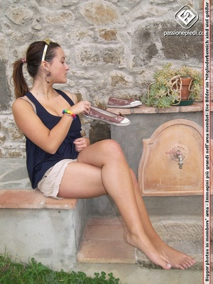 Sexy shaped brunette beauty in shorts wi - XXX Dessert - Picture 2