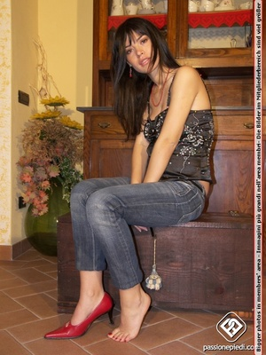 Delicious petite cutie in tight jeans an - XXX Dessert - Picture 3