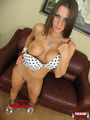 Rachel Roxxx poses and strips before cho - XXX Dessert - Picture 3