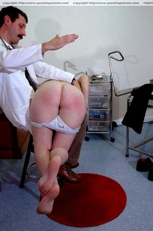Busty amateur milf gets her soft bottom  - XXX Dessert - Picture 10