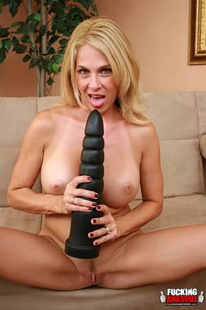 Angela Attison gets on her knees and pou - XXX Dessert - Picture 4