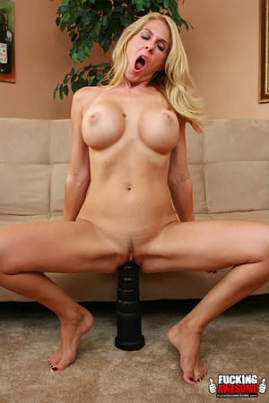 Angela Attison gets on her knees and pou - XXX Dessert - Picture 10