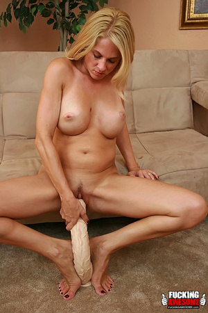 Angela Attison gets on her knees and pou - XXX Dessert - Picture 14