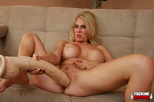 Angela Attison slowly pushes her pussy d - XXX Dessert - Picture 12